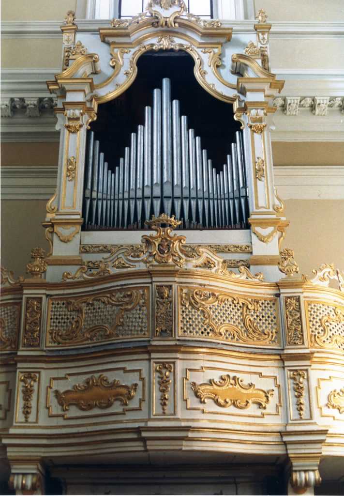 One of the most notable organs by Gaetano Callido, possibly the best-known Venetian builder of the eighteenth century, is located in the sanctuary of S. Maria Goretti (formerly the Convent of St. Augustin) in Corinaldo, Ancona, Italy. Restored in 1987.