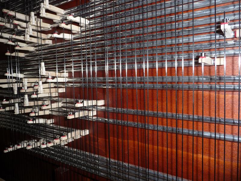 """Tavola di riduzione che utilizza fili di carbonio ed elementi in legno con inserimento """"a scatto"""""""
